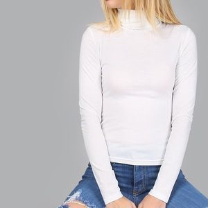 2/$15 ⭐️ White Turtleneck Long Sleeve Top Fitted